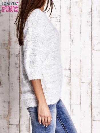 Biały sweter fluffy z metaliczną nicią                                  zdj.                                  3