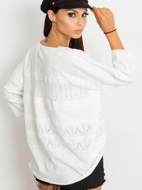 Biały sweter w delikatny wzór                                  zdj.                                  3