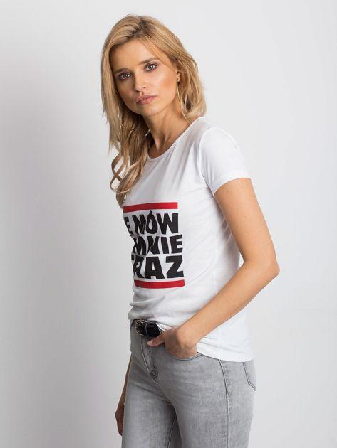 Biały t-shirt NIE MÓW DO MNIE TERAZ                              zdj.                              3