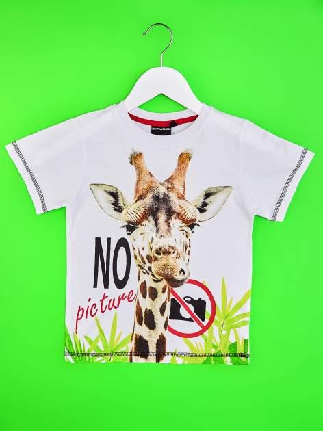 Biały t-shirt chłopięcy z żyrafą i napisem NO PICTURE                                  zdj.                                  1
