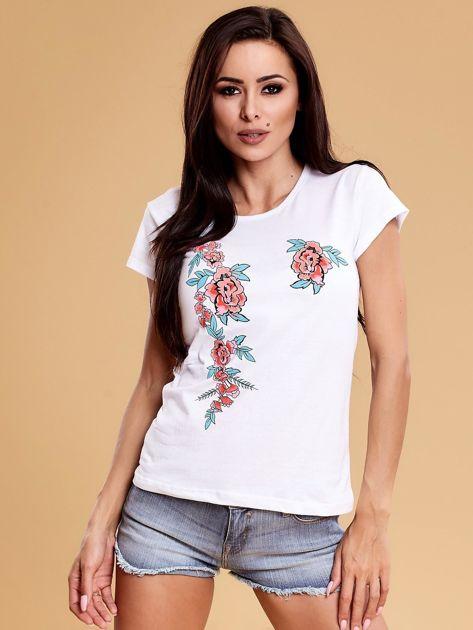 Biały t-shirt damski w kwiaty                              zdj.                              1