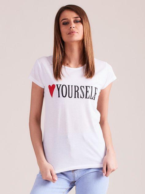 Biały t-shirt damski z nadrukiem                              zdj.                              1