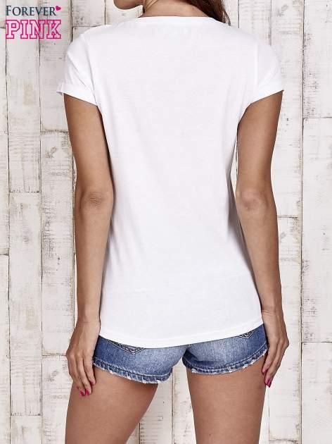 Biały t-shirt damski z napisem CALIFORNICATION                                  zdj.                                  4
