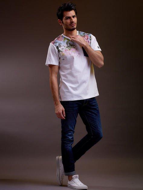 Biały t-shirt męski w kwiaty FUNK N SOUL                              zdj.                              6