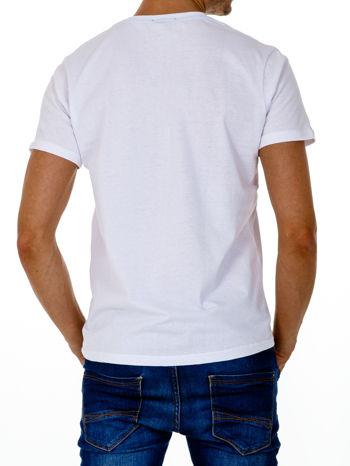 Biały t-shirt męski z nadrukiem i napisem COLLEGE 1986                                  zdj.                                  3