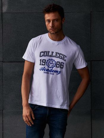 Biały t-shirt męski z nadrukiem i napisem COLLEGE 1986                                  zdj.                                  1