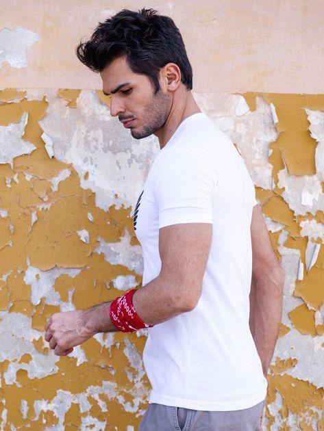 Biały t-shirt męski z orłem                              zdj.                              3