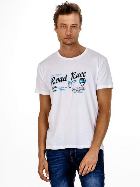 Biały t-shirt męski z wyścigowym napisem ROAD RACE                                  zdj.                                  2
