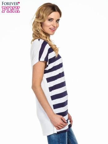 Biały t-shirt w fioletowe pasy                                  zdj.                                  3