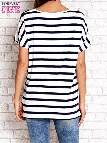 Biały t-shirt w granatowe paski z napisem NORTH CHAPEL STREET                                  zdj.                                  3