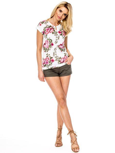 Biały t-shirt w kwiaty                              zdj.                              4