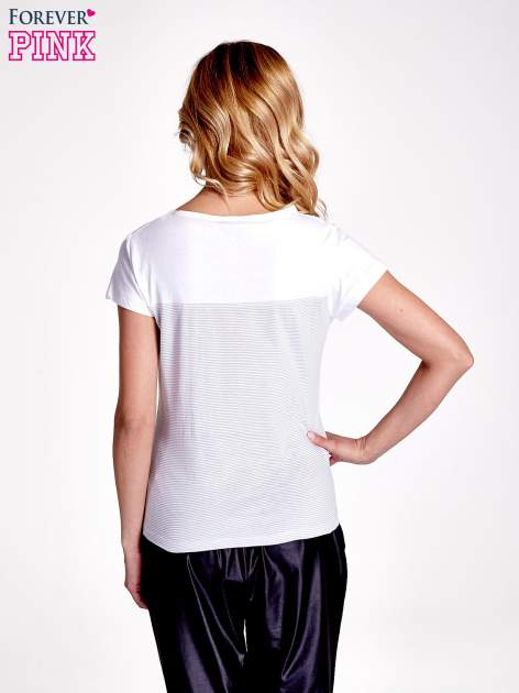 Biały t-shirt w poziome szare paski                                  zdj.                                  4