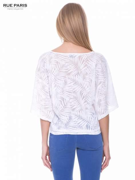 Biały t-shirt w transparentny nadruk palm o kimonowym kroju                                  zdj.                                  3