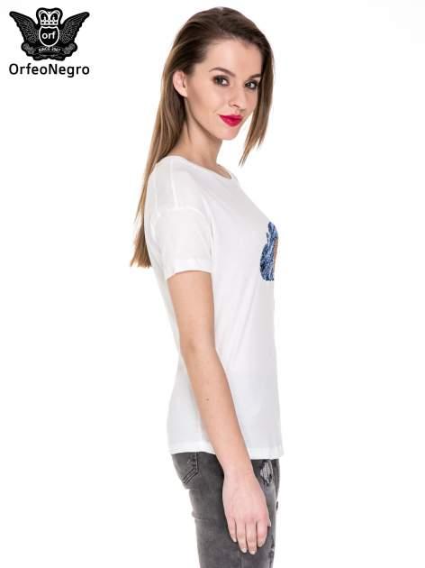 Biały t-shirt z aplikacją z cekinów                                  zdj.                                  3