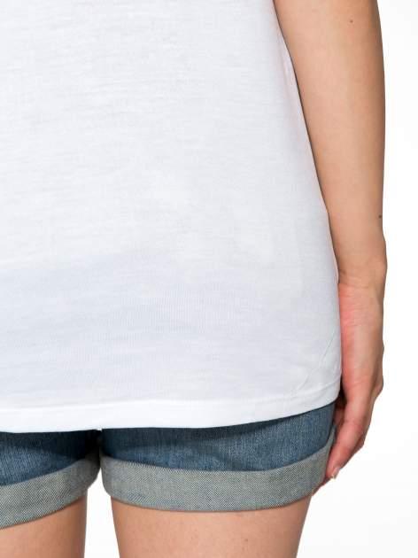 Biały t-shirt z błyszczącym numerem 1983                                  zdj.                                  10