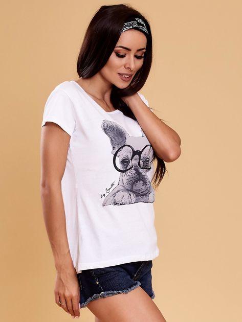Biały t-shirt z buldożkiem                              zdj.                              6