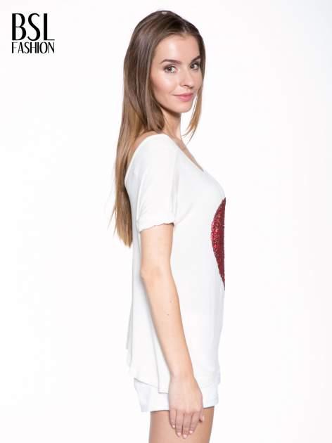 Biały t-shirt z czerwonym sercem z cekinów                                  zdj.                                  3
