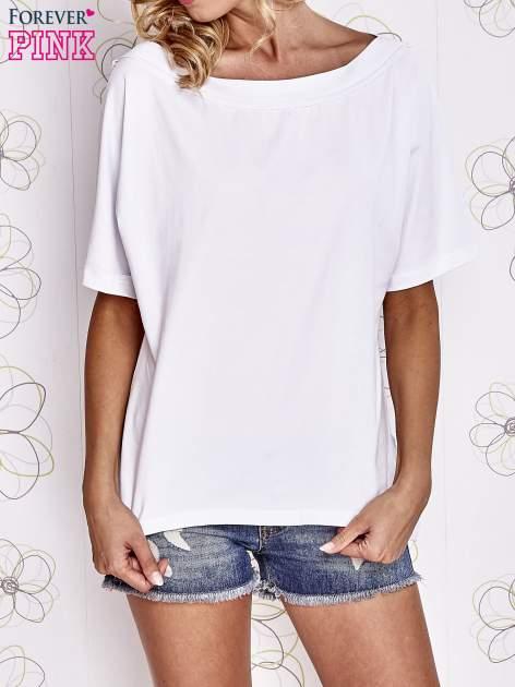 Biały t-shirt z dekoltem w łódkę                                  zdj.                                  1