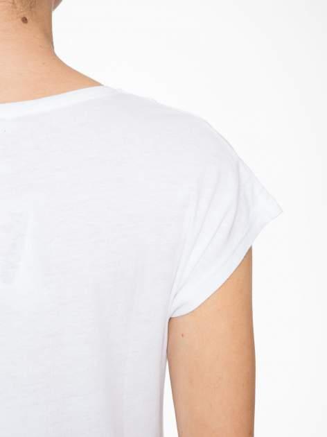 Biały t-shirt z fotografią drogi i napisem ADVENTURE                                  zdj.                                  8