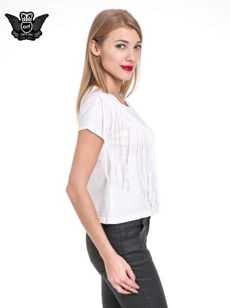 Biały t-shirt z frędzlami z przodu                                  zdj.                                  3