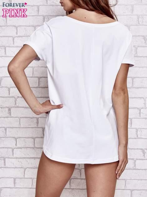 Biały t-shirt z gwiazdą z cekinów                                  zdj.                                  4