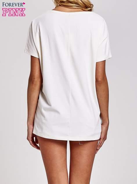 Biały t-shirt z hashtagiem #BECAUS                                  zdj.                                  4