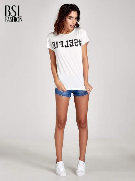 Biały t-shirt z hasztagiem #SELFIE                                  zdj.                                  2
