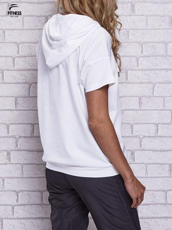 Biały t-shirt z kapturem i napisem WORK IT                                  zdj.                                  4