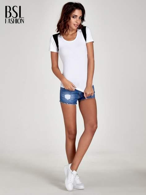 Biały t-shirt z kontrastowym panelem na plecach                                  zdj.                                  2