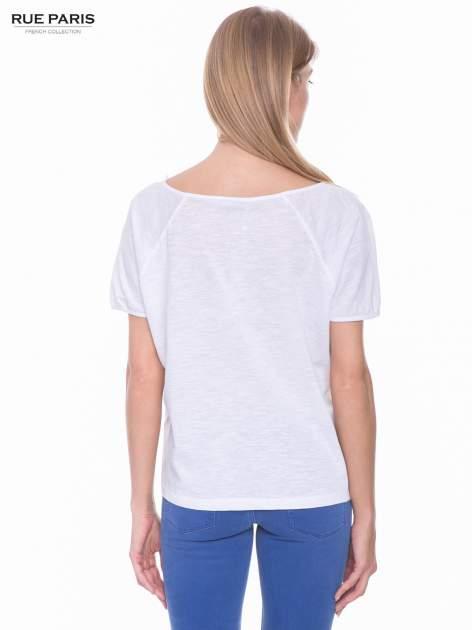 Biały t-shirt z koronkowym dołem                                  zdj.                                  3