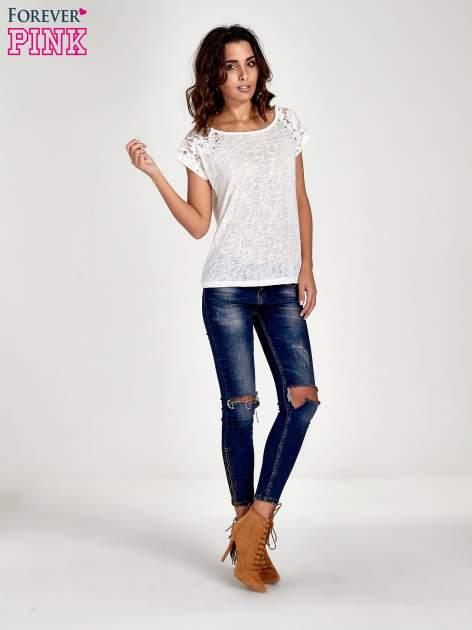 Biały t-shirt z koronkowymi rękawami i gwiazdkami                                  zdj.                                  7