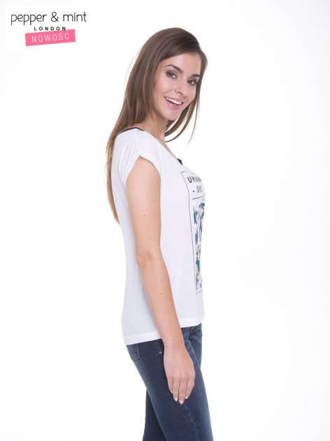Biały t-shirt z kwiatowym nadrukiem i napisem UNIMAGINABLE SENSE                                  zdj.                                  3