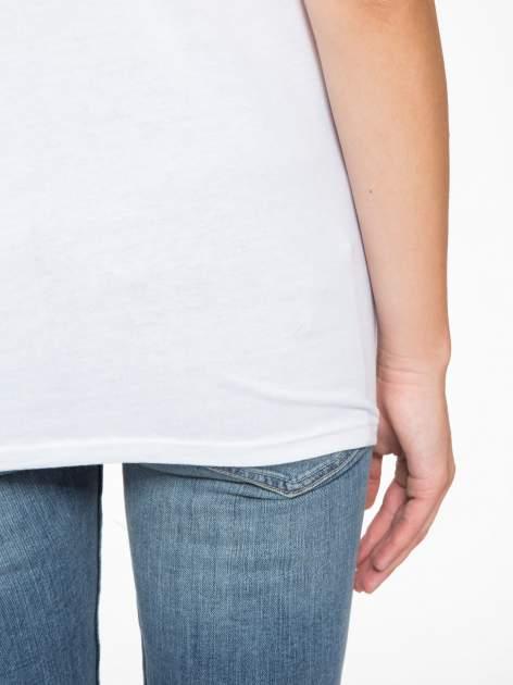 Biały t-shirt z motywem serca                                  zdj.                                  10