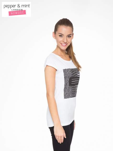 Biały t-shirt z motywem zwierzęcym                                  zdj.                                  3