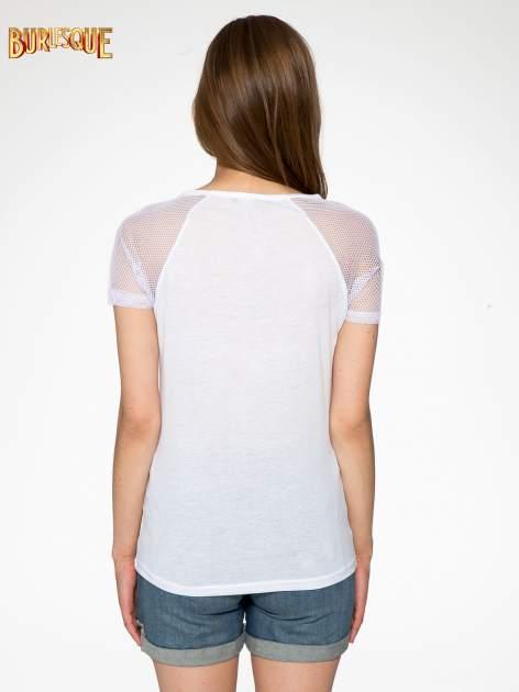 Biały t-shirt z nadrukiem NEW YORK 55 i siatkowymi rękawami                                  zdj.                                  4