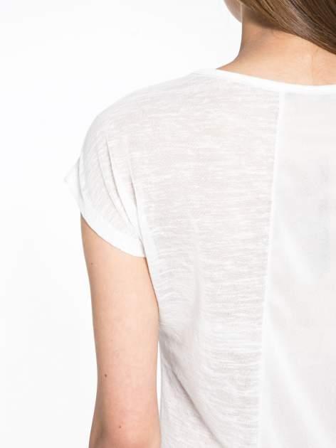 Biały t-shirt z nadrukiem UNIVERSITY FORVER                                  zdj.                                  7