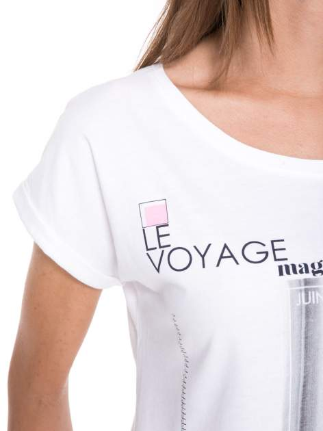 Biały t-shirt z nadrukiem fashion                                  zdj.                                  10