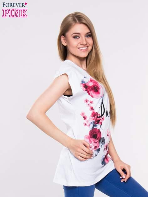 Biały t-shirt z nadrukiem kwiatów i napisem DREAM                                  zdj.                                  2