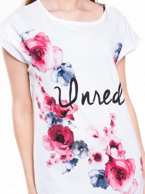 Biały t-shirt z nadrukiem kwiatów i napisem DREAM                                  zdj.                                  4