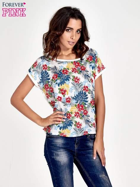 Biały t-shirt z nadrukiem kwiatowym