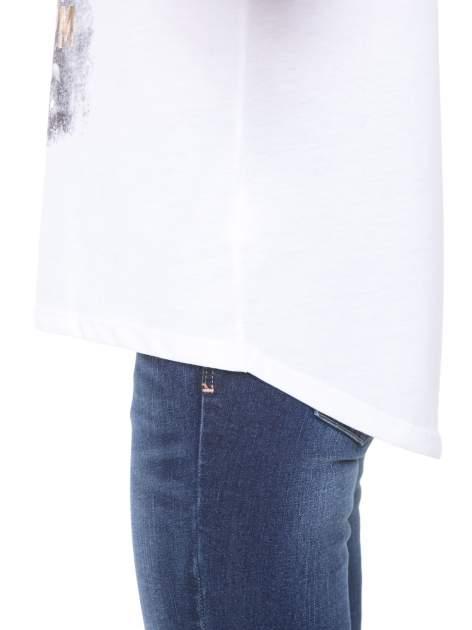 Biały t-shirt z nadrukiem kwiatowym i złotym napisem GRUNGE                                  zdj.                                  8