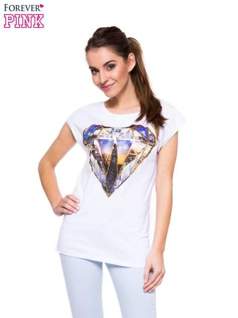 Biały t-shirt z nadrukiem miast                                  zdj.                                  1