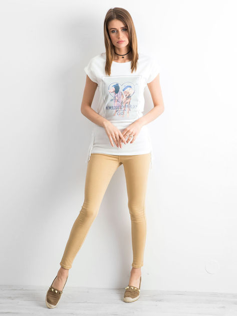 Biały t-shirt z nadrukiem psów                              zdj.                              4