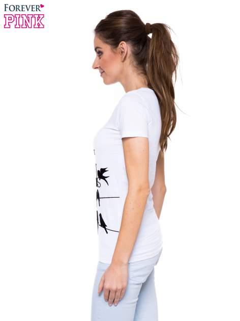 Biały t-shirt z nadrukiem ptaków i napisem LIFE IS BETTER WITH FRIENDS                                  zdj.                                  3