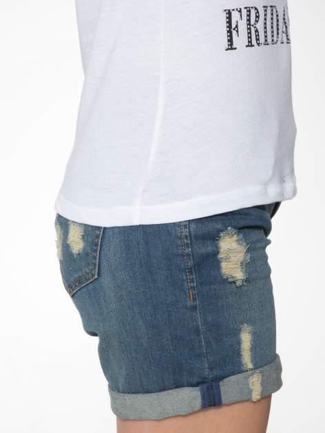 Biały t-shirt z nadrukiem szczeniąt                                  zdj.                                  9