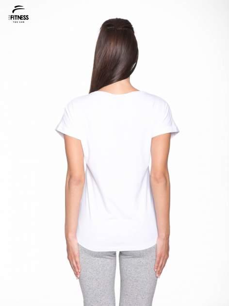 Biały t-shirt z nadrukiem tekstowym YOU CAN'T STOP ME                                  zdj.                                  4