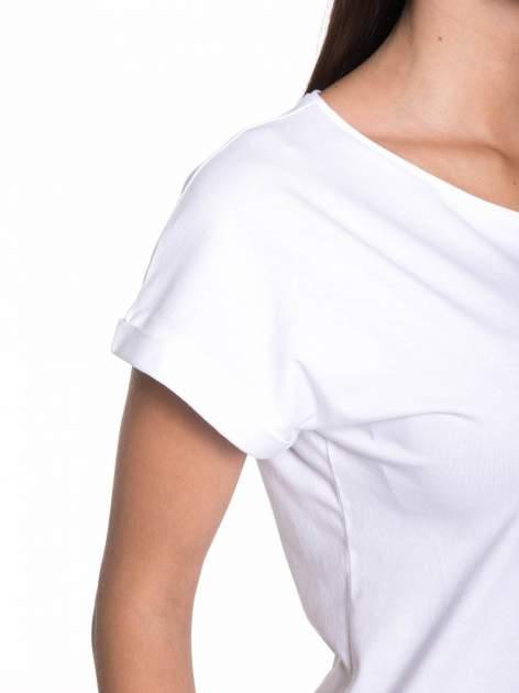 Biały t-shirt z nadrukiem tekstowym YOU CAN'T STOP ME                                  zdj.                                  6