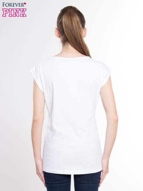 Biały t-shirt z nadrukiem tekstowym z efektem glitter                                  zdj.                                  3