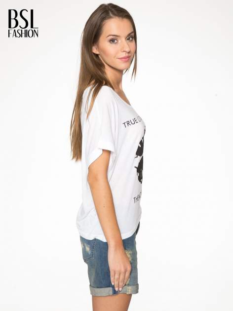 Biały t-shirt z nadrukiem ust i napisem TRUE LOVE                                  zdj.                                  3