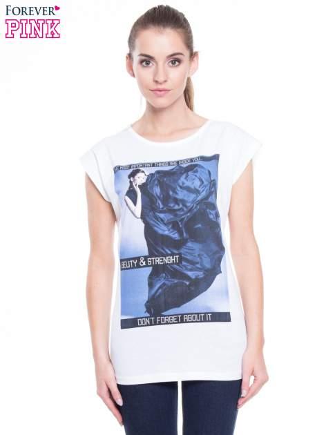 Biały t-shirt z nadrukiem w stylu high fashion